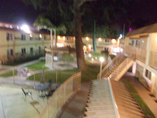 Quality Inn Thousand Oaks: Outside my room
