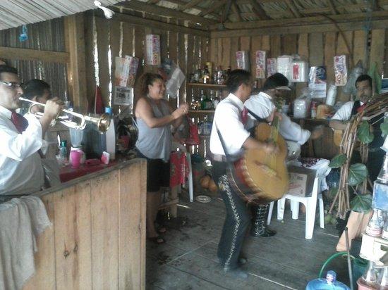 El Chiringito: El chiringuito o mas bien una fiesta mexicana repleta de sabor