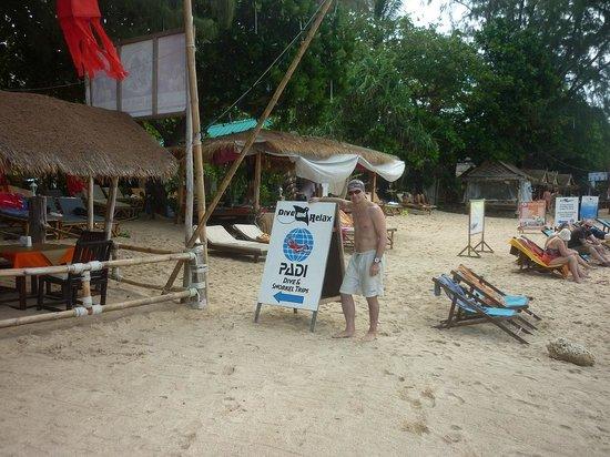 Sayang Beach Bungalows : Пляж перед отелем
