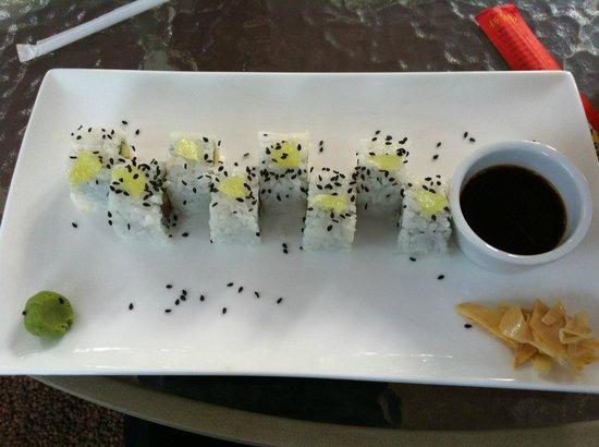 Kai Cafe & Sushi Nosara: Sushi with roasted sesame seeds