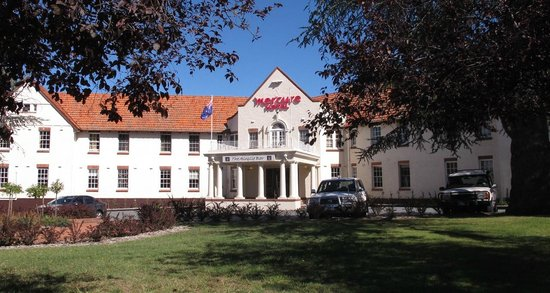 Mercure Canberra: Facade of the original hotel