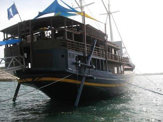 Manta Ray Bay Resort: S V Mnuw bar/ restaurant