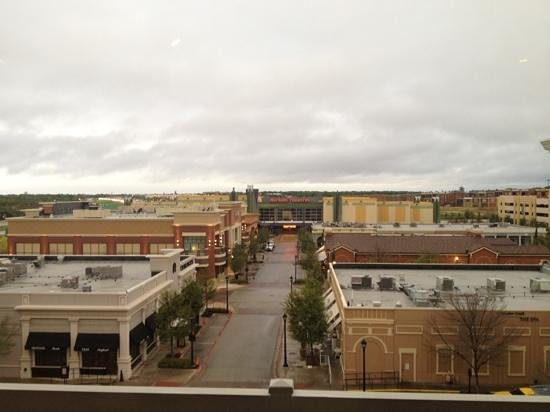 Hilton Dallas/Southlake Town Square: view from 5th floor to restaurants and cinema