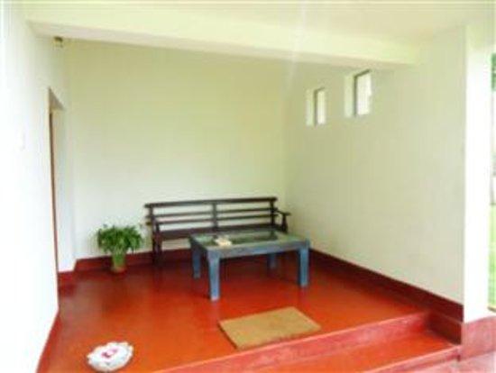 Buona Vista Villa Rumassala : Front porch