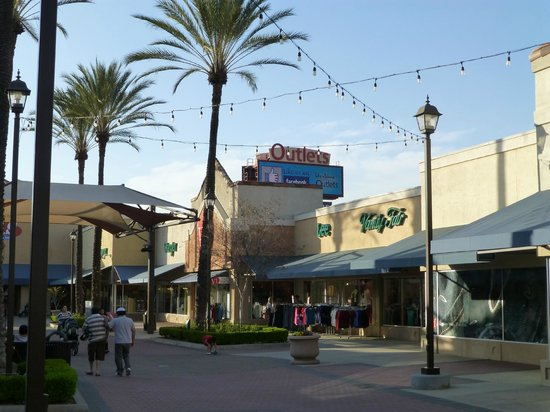 Information & Events - Lake Elsinore Outlets