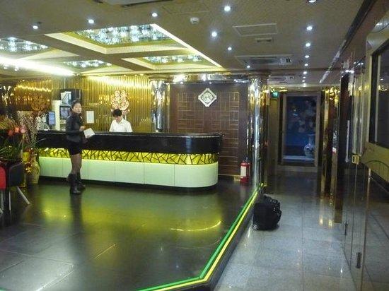 Holiday Hotel: Lobby