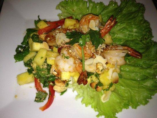 NEW SAIGON : salade ananas poulet crevettes