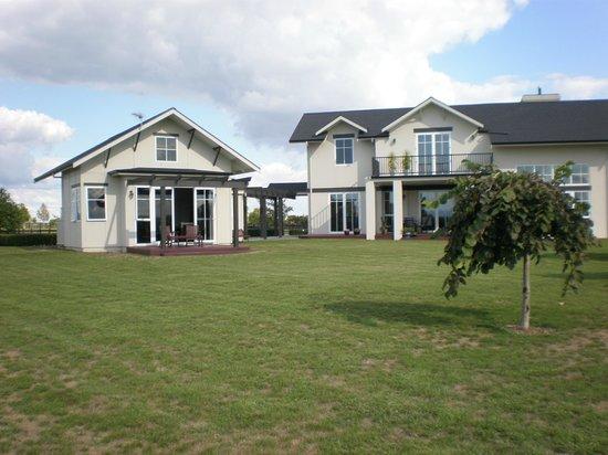 Chestnut Lane Cottage: Cottage and house