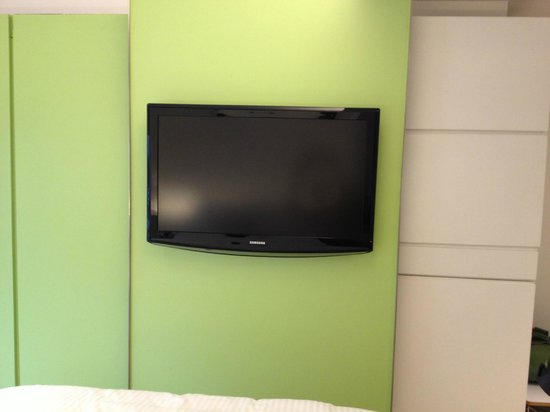 V Causeway Bay Serviced Apartments: TV/Cabinet