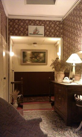 Hotel de France : The passage outside room 16