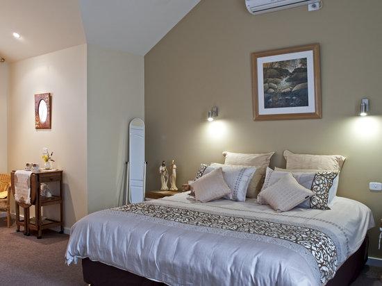 Fairway Manor: Gold Room