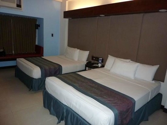 Microtel Inn & Suites by Wyndham Manila/At Mall of Asia: beds