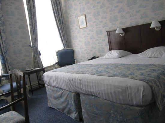 Hotel Patritius: 広いベッド