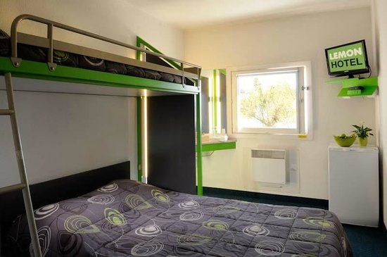Lemon Hotel - Dreux : Triple Room