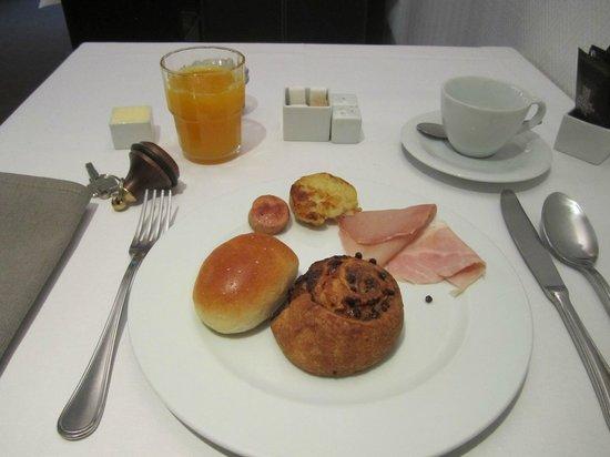 كارلتون هوتل: 朝食