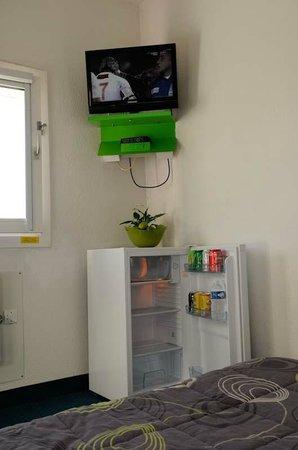 Lemon Hotel Arques : TV & Frigo