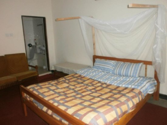 Bahumura Home: King size double room self contained