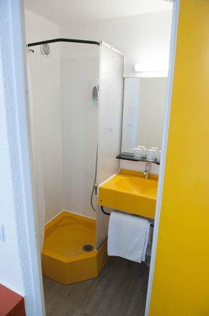 Egg Hotel Goussainville CDG : Bathroom
