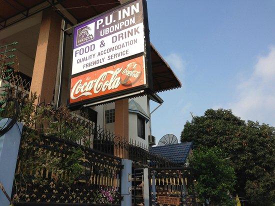 P.U. Inn Resort : 道路からのゲストハウス表示