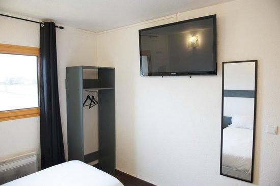 Egg Hotel Goussainville CDG : TV