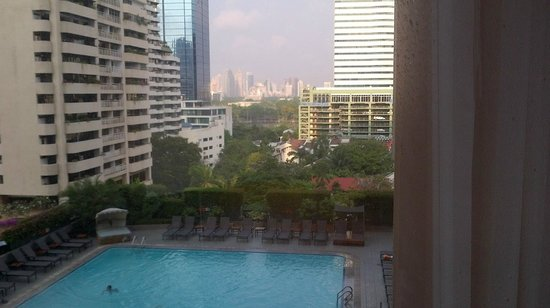 Rembrandt Hotel Bangkok: View from 5th floor room of pool and bangkok.