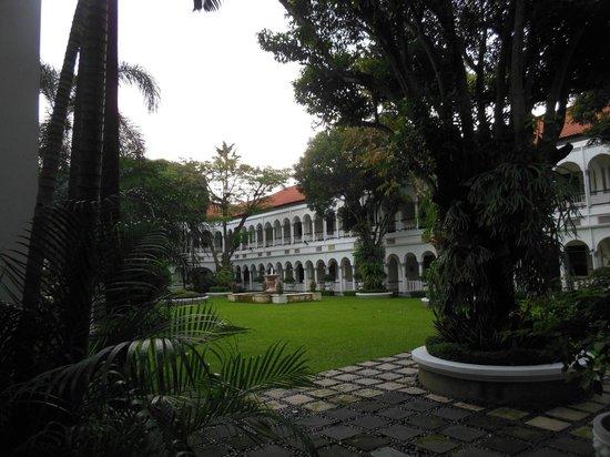 Hotel Majapahit Surabaya managed by AccorHotels: Garden