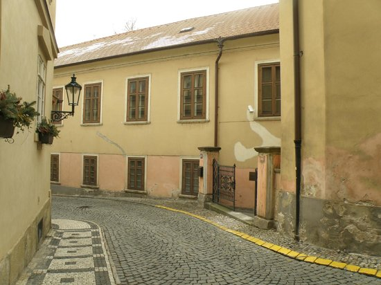 Appia Hotel Residences: Alley leading to the hotel
