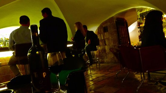 The American Colony Hotel: the cellar bar, a favourite haunt of journalists and writers frequenting jerusalem