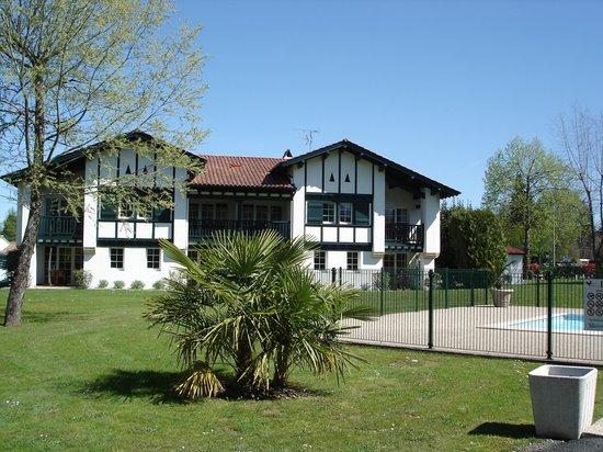 Les Jardins de Chantecler : La résidence, autre vue.