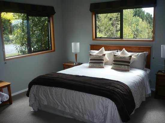 Warkworth Country Retreat: King suite