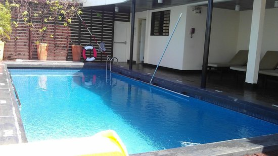 Palace Hotel Saigon: бассейн после чистки
