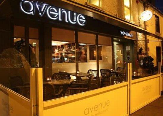 Avenue: Outside