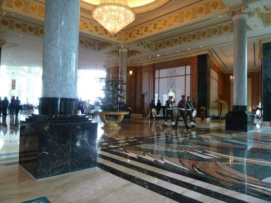The Empire Hotel & Country Club : The impressive lobby