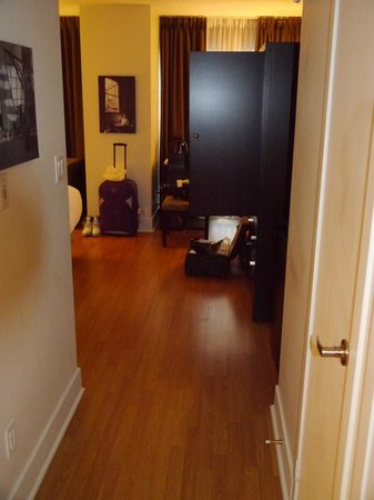 Pantages Hotel Toronto Centre: Suite entrance