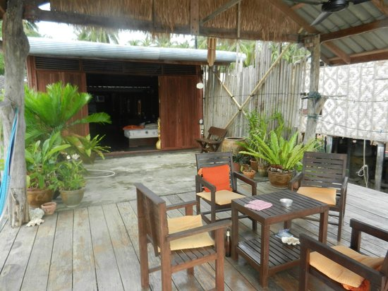 Lanta Pole Houses: the outside deck