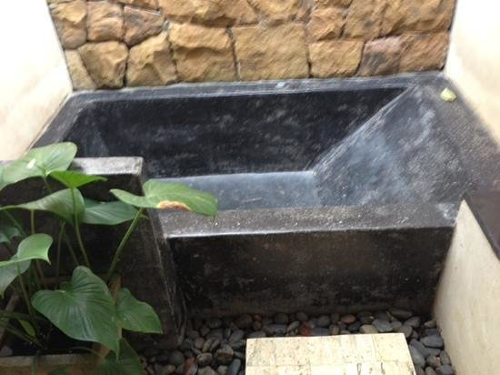 The Tubkaak Krabi Boutique Resort: would you like to soak in this tub? we took a pass