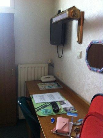 Hotel Coen Delft: desk
