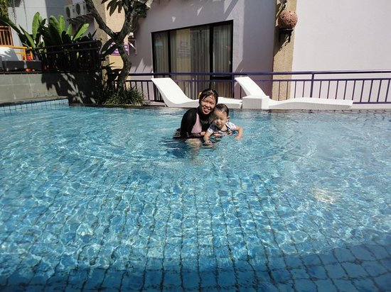 Kuta Central Park Hotel: Swim in Pool Area