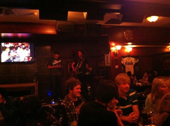 Waxy's Irish Pub: inside the pub