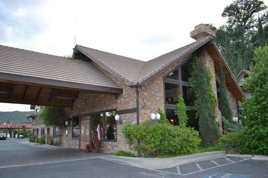 BEST WESTERN PLUS Yosemite Gateway Inn: Hall
