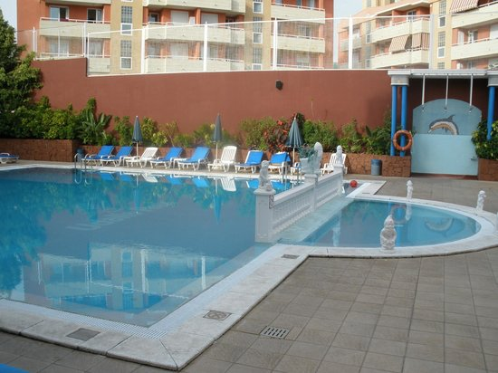 Piscina picture of aparthotel udalla park playa de las for Alberca las americas