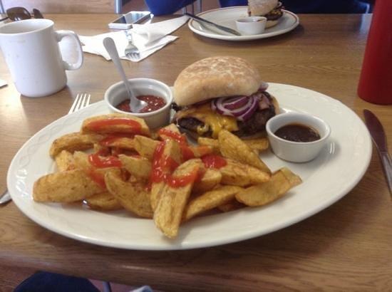 Harbour View Cafe: no salad please i'm British
