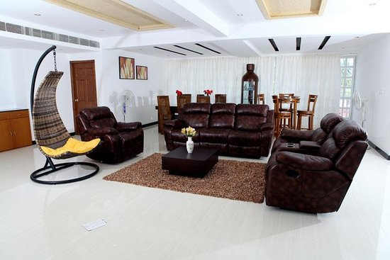 Phils' Residency: Phil's super deluxe suit living area