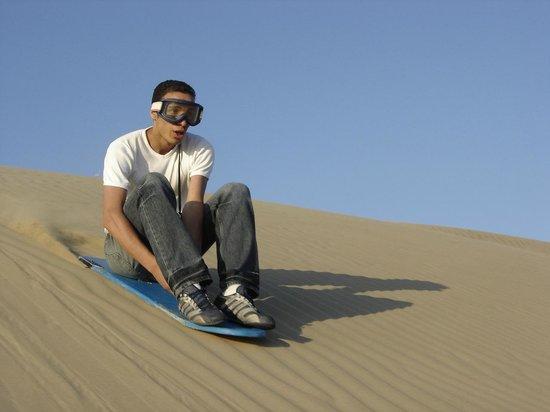 Adrenarena: Sandboard sentado  en Paracas