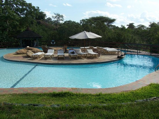 Tarangire Sopa Lodge: Relaxing by the pool :o)
