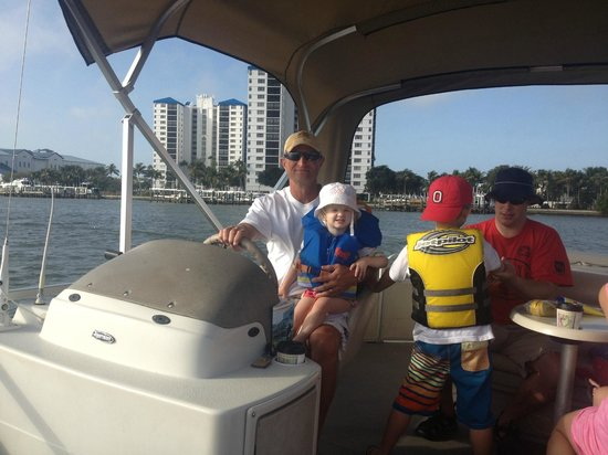 Red Coconut RV Park: Pontoon Boat from Snook Bite