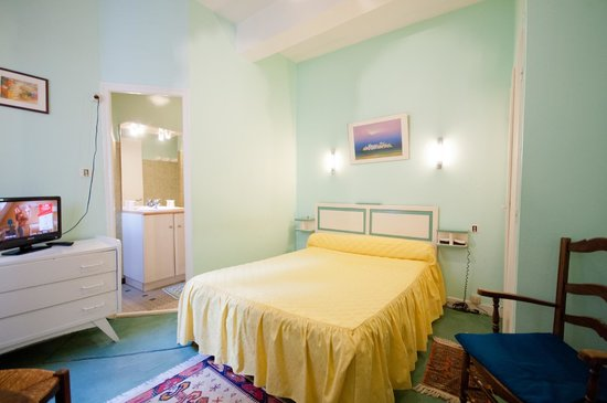 Hotel Restaurant Saint Vincent : CHAMBRE TOUT CONFORT