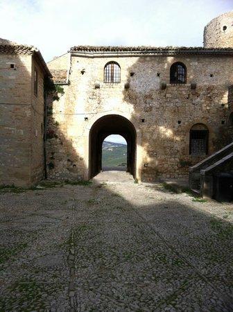 Residenza Ducale: piazza d'arme con portale