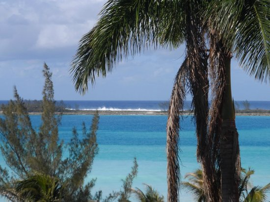 Nassau Palm Hotel: the water splashing over rocks on island across the beach