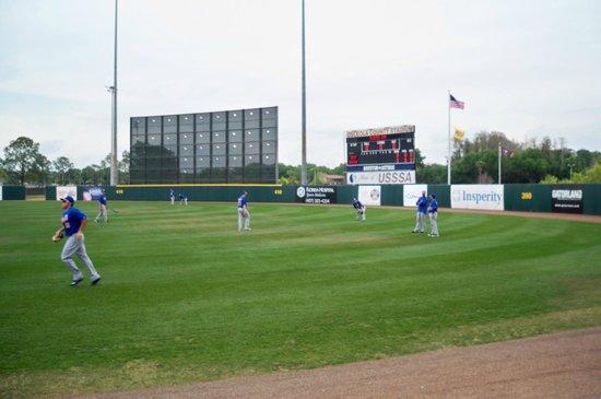 Osceola County Stadium: practicando en los jardines
